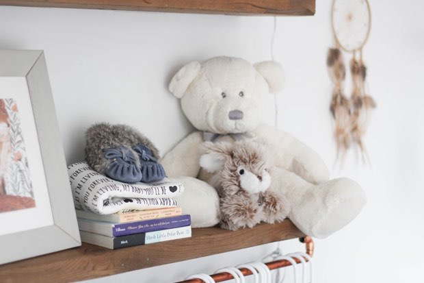 shelf-details-in-the-nursery