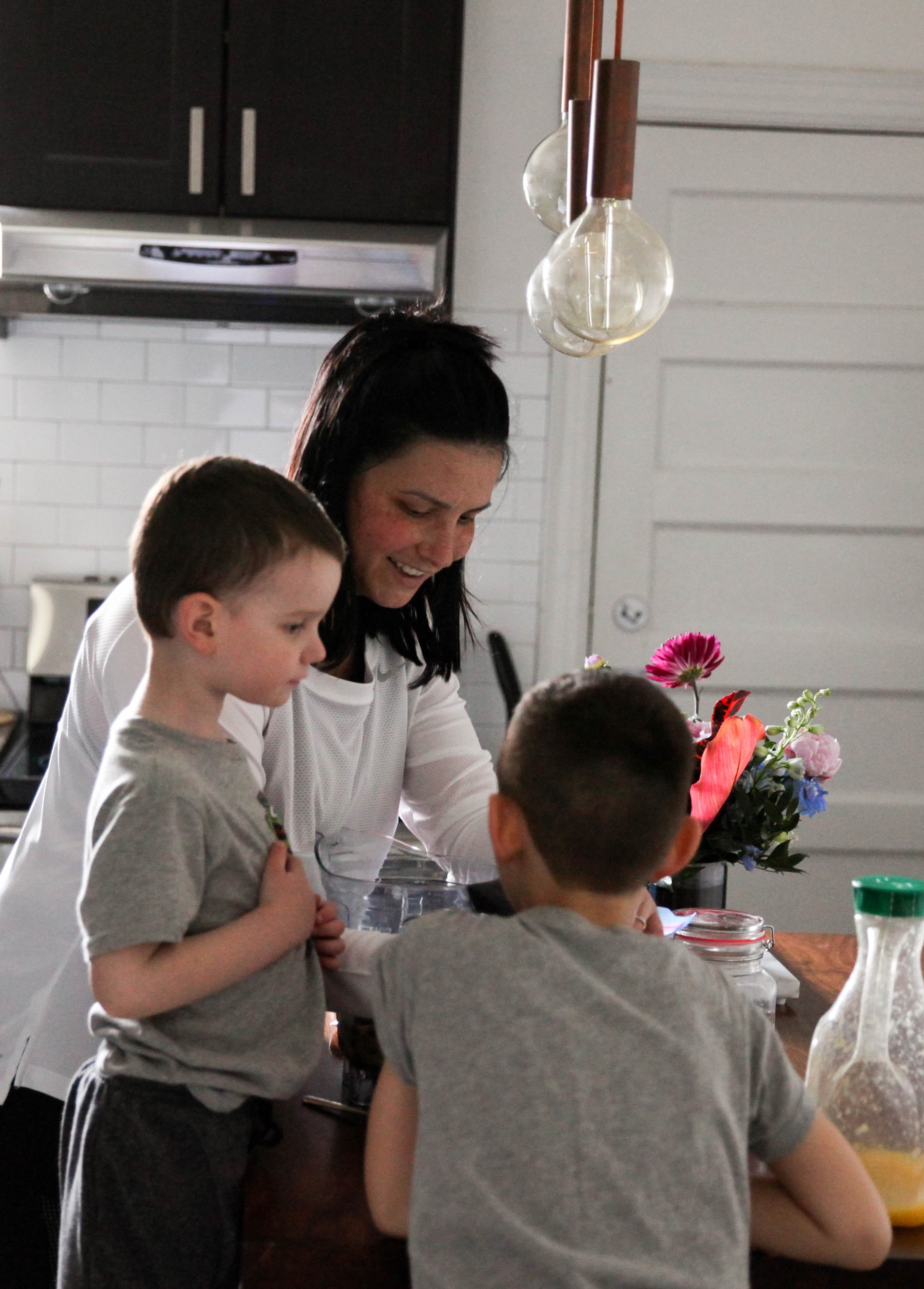 making-smoothies-with-kids